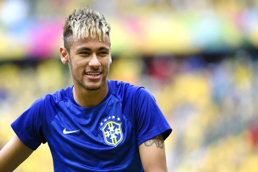 Franges capillaires et décoloration pour Neymar avant la Coupe du monde 2014