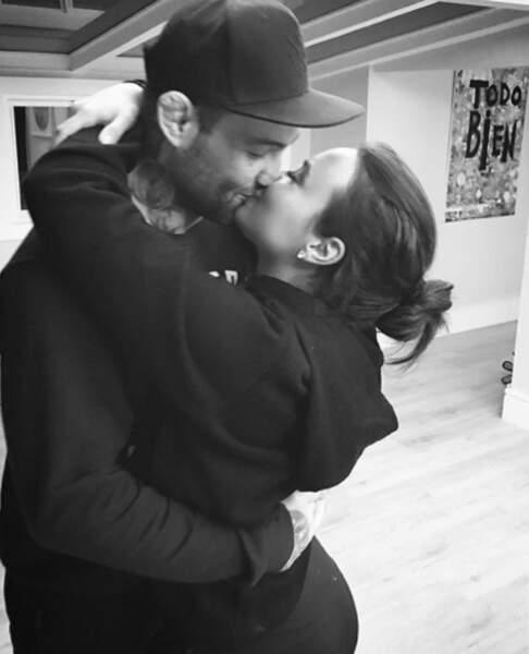 On se quitte avec des photos mielleuses comme on aime : un gros bisou pour Demi Lovato et sa moitié.