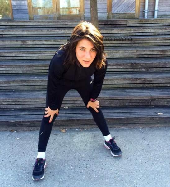 Estelle Denis après un petit jogging. Elle est plutôt très bien, en tenue du dimanche !