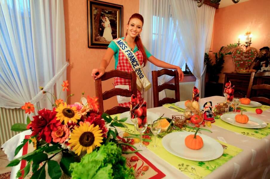 Miss France 2012 joue les hôtesse dans Un dîner presque parfait