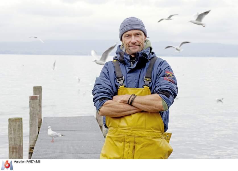 Raphaël est pêcheur en Auvergne. Il croit au coup de foudre. A bons entendeurs...