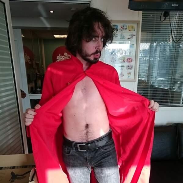 A l'époque du Petit Journal sur Canal+, Eric ne reculait devant aucun costume...