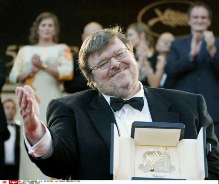 """2004 : vingt minutes de standing ovation pour """"Fahrenheit 9/11"""" qui gagnera la palme d'or. Un record !"""