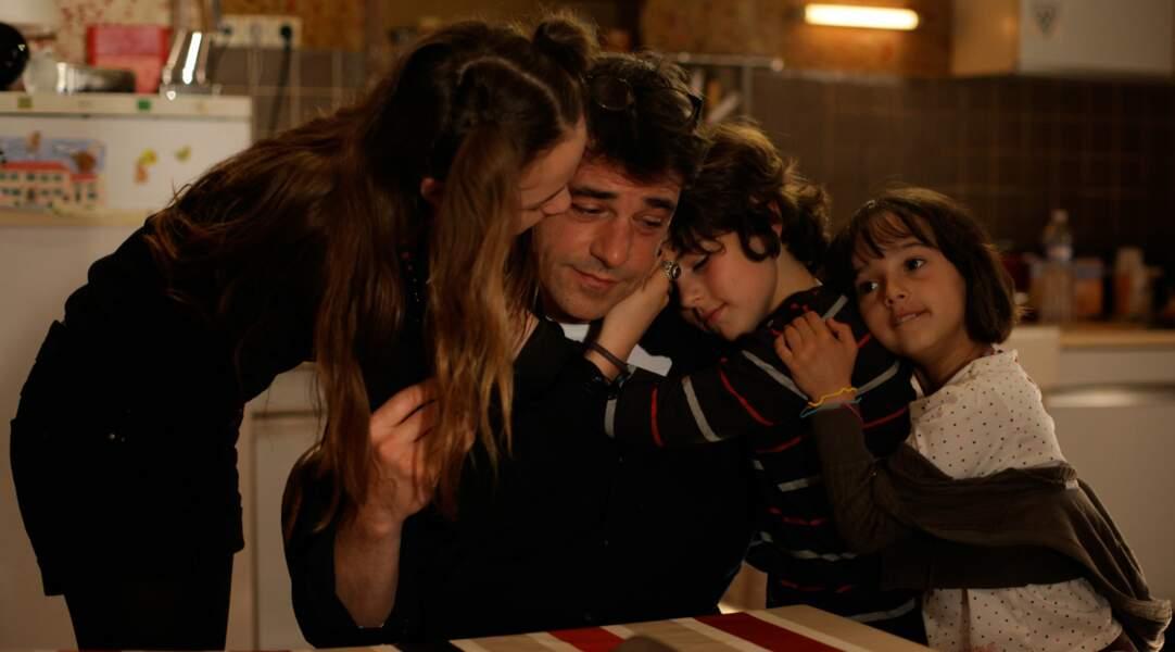 En divorcé ayant la garde de ses enfants un week-end sur deux, il est émouvant dans Les papas du dimanche (2011).
