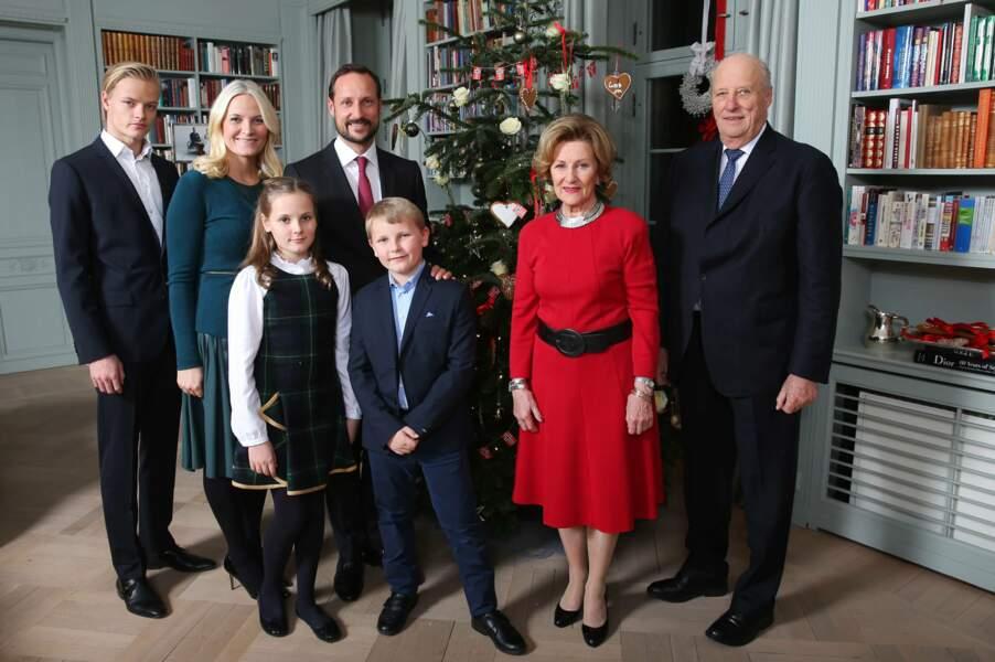Norvège : le roi Harald (à droite) et le prince Haakon (à gauche) sont rassurés, Ingrid assurera bien la relève