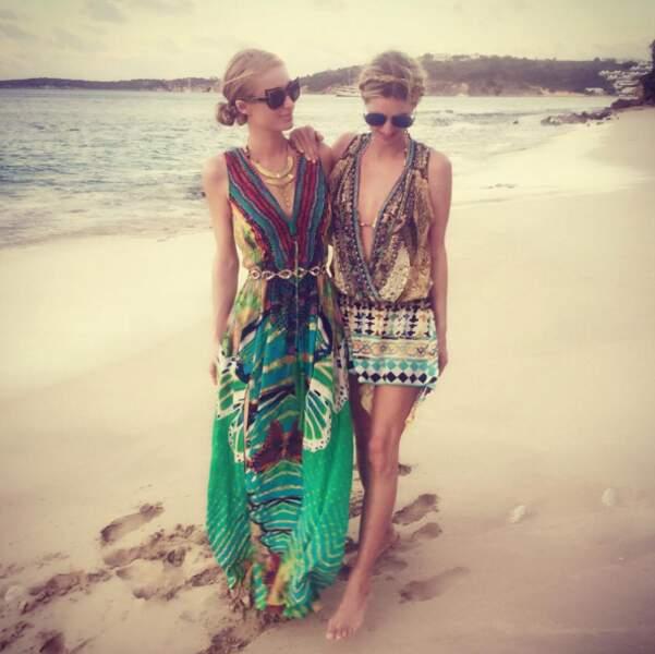 Nicky et Paris Hilton, boho-chic sur la plage de Saint-Barthélémy.