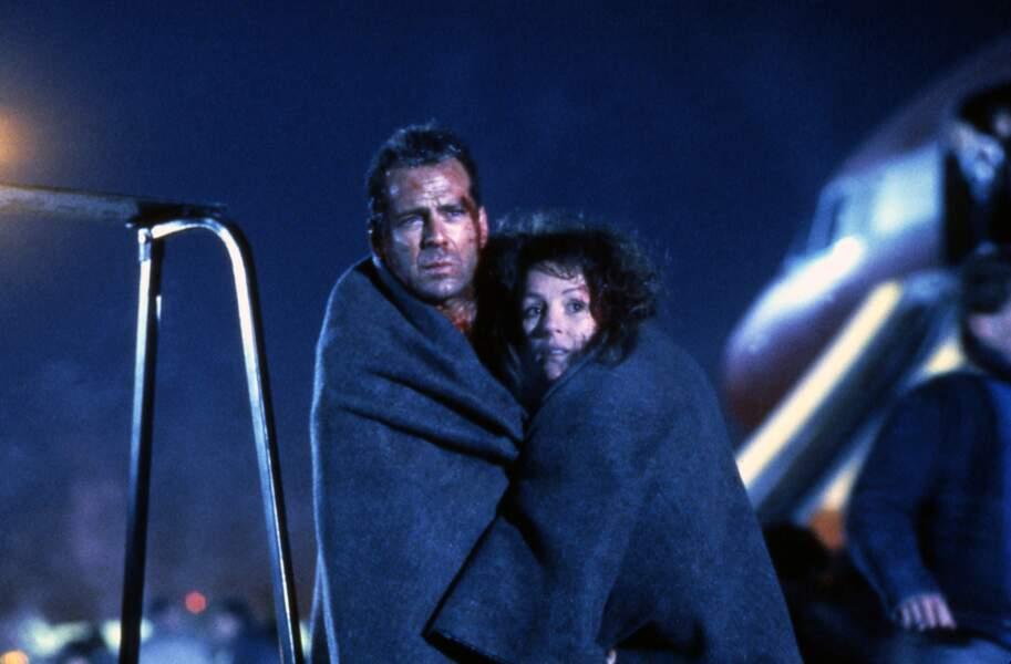 58 minutes pour vivre (1992) : John McClane retrouve enfin sa femme Holly, présente dans un des avions menacés