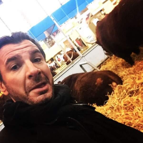 Pendant ce temps-là, Michaël Youn voyait des vaches à Paris.