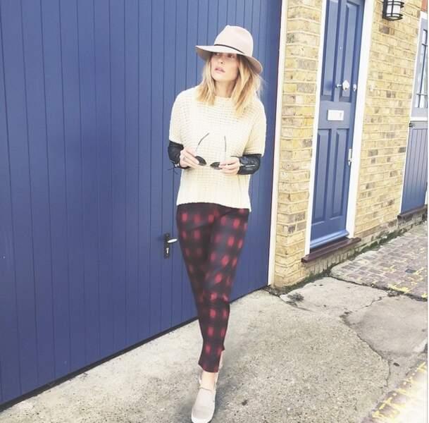 On vous l'avait dit, la blogueuse ne quitte plus son chapeau