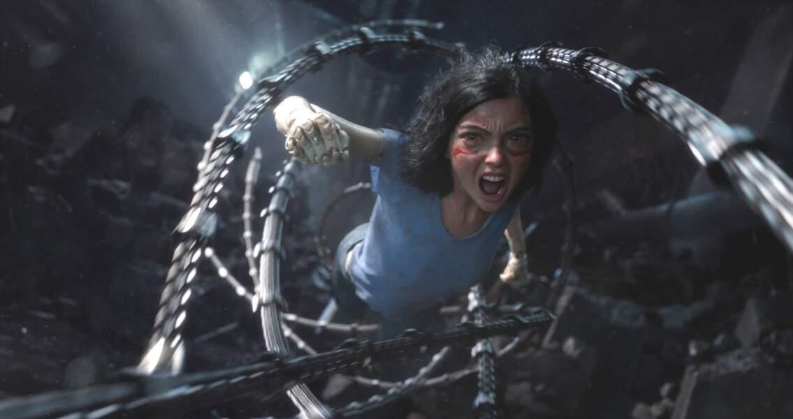 Alita devra s'échapper des griffes de ces poursuivants, tout cyborg qu'ils soient.