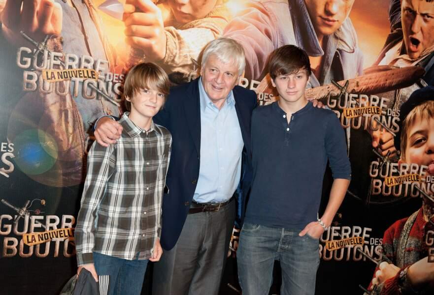 En 2011, il pose avec son père et son frère, Lancelot