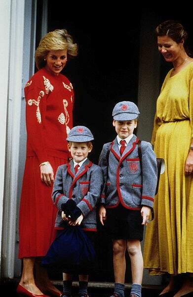 En 1989, il est là avec Diana pour épauler son petit frère Harry lors de son premier jour !