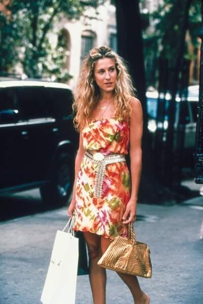 Sarah Jessica Parker alias Carrie Bradshaw fait ses premiers pas (en escarpins) dans la série