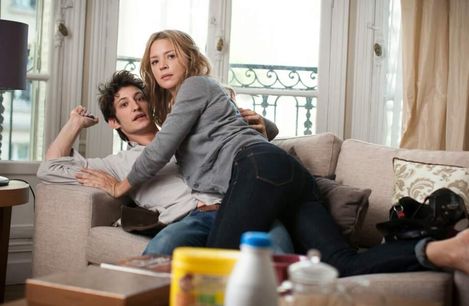 Avec une Cougar : Virginie Efira et Pierre Niney dans 20 ans d'écart (2013)
