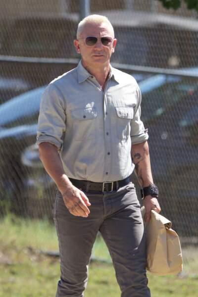 Daniel Craig à Atlanta, dans un look pas franchement baba cool, sur le tournage de Logan Lucky, avec aussi…