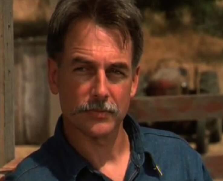 Mark Harmon moustachu dans Harts of the west