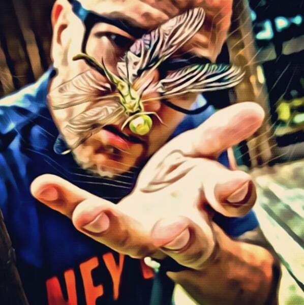 Pascal Obispo attrape des papillons