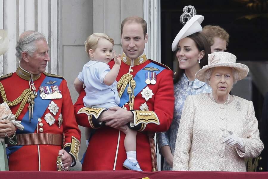 Et il vole bien évidemment la vedette à la reine !