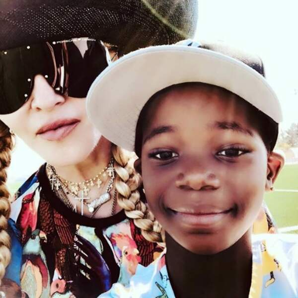 Selfie mère-fille pour Madonna et Estere.