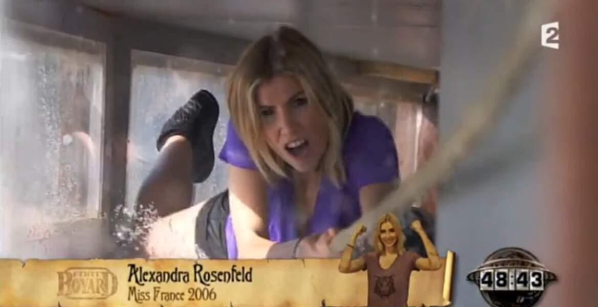 La courageuse Alexandra Rosenfeld a ouvert le bal en se hissant dans un tunnel d'eau. Sympa...