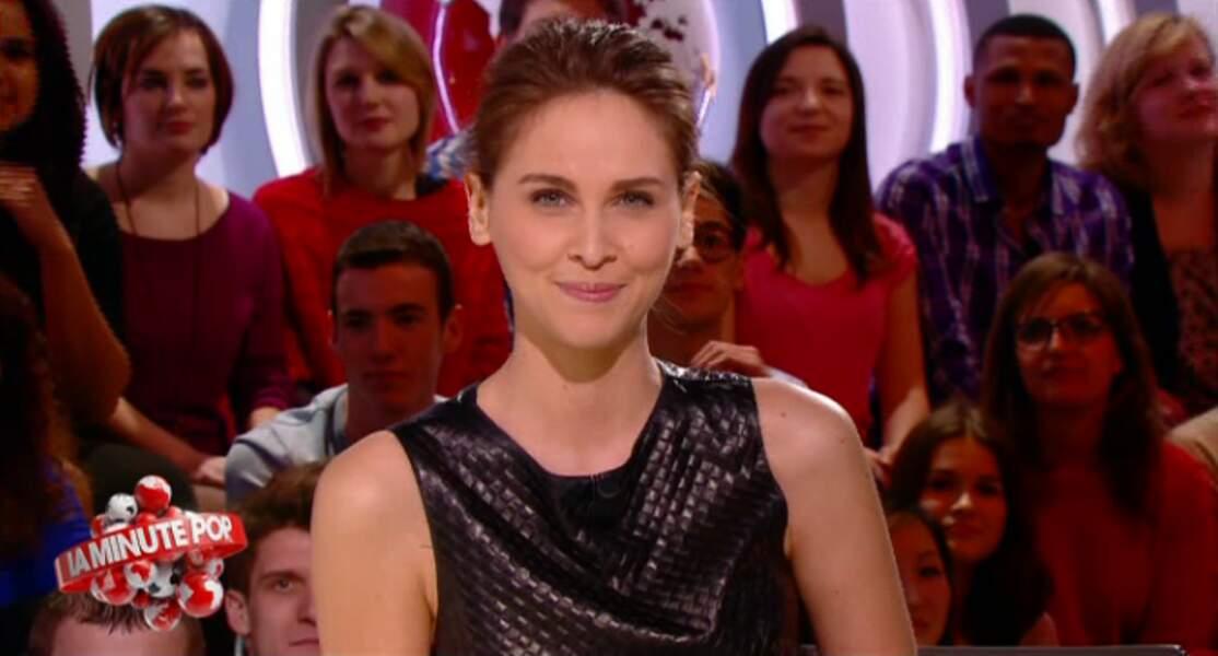 """Dans la catégorie """"faussement sobre"""" : Ophélie Meunier et sa petite robe noire... en cuir !"""