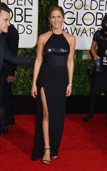 La toujours ravissante Jennifer Aniston, toute de noir vêtue