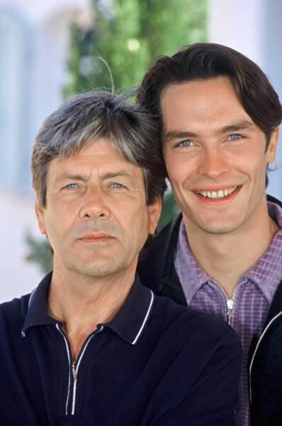 Sylvain Corthay (à gauche) était Pierre Olivier, le père de Laure et mari de Blandine. Il est professeur d'économie