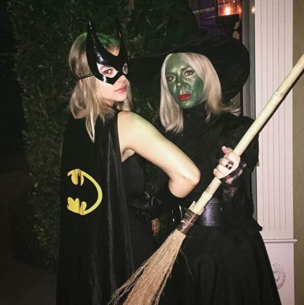 Elle aime aussi se déguiser. Pour Halloween, elle a choisi Batgirl (version féminine de Batman)