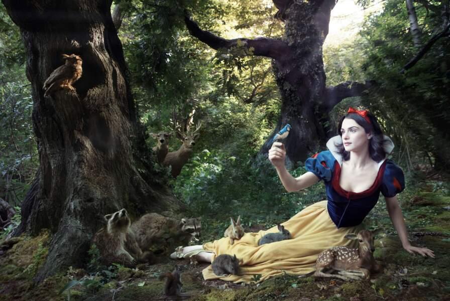 On termine d'ailleurs avec les photos de cette talentueuse photographe : Rachel Weisz en Blanche-Neige.