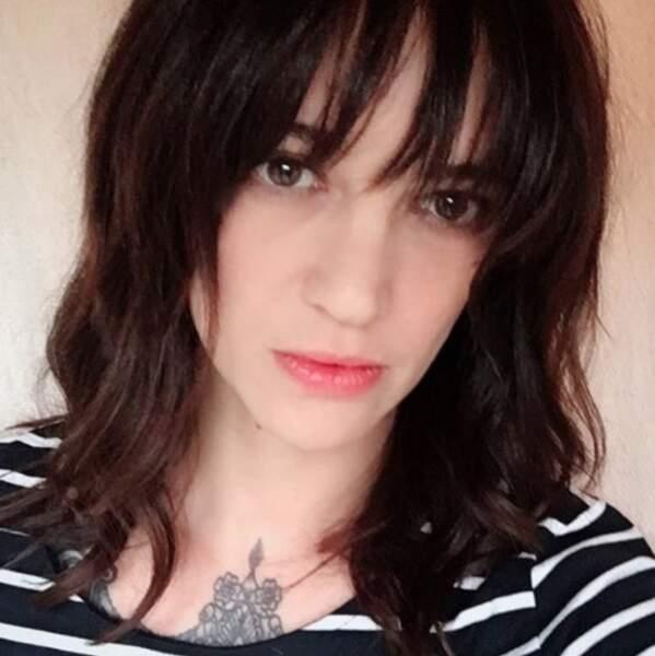 Point mode et beauté : Asia Argento est passée chez le coiffeur.