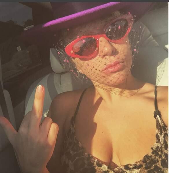Pour conclure, prenons des nouvelles de Lady Gaga. Ah si elle est en pleine forme...