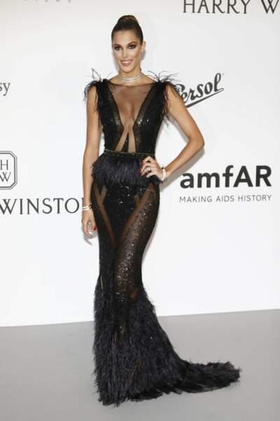 Pendant le Festival de Cannes, elle participe au Gala AMFAR pour soutenir la lutte contre le sida