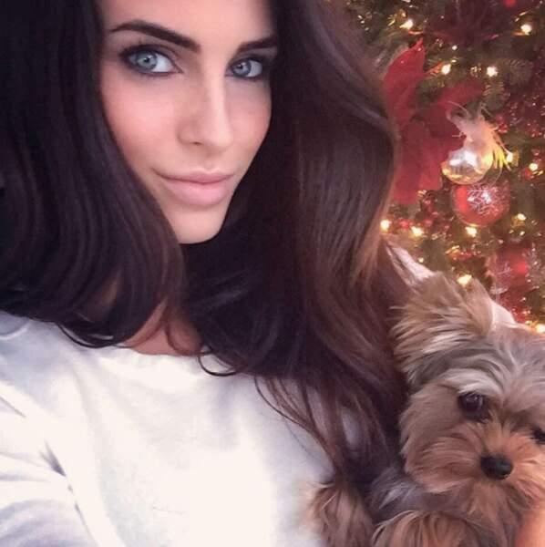 Pour Jessica Lowndes, rien ne vaut les câlins de son petit chien
