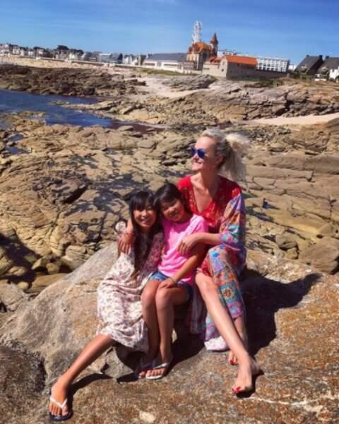 Les Hallyday profitent du charme breton en famille.
