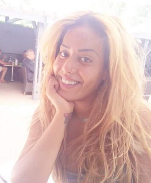 Amel Bent sans maquillage (et blonde)
