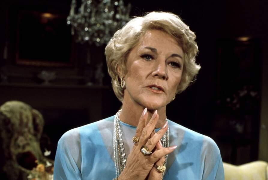 Katherine (Jeanne Cooper) avait des ongles à rendre Rihanna verte de jalousie.