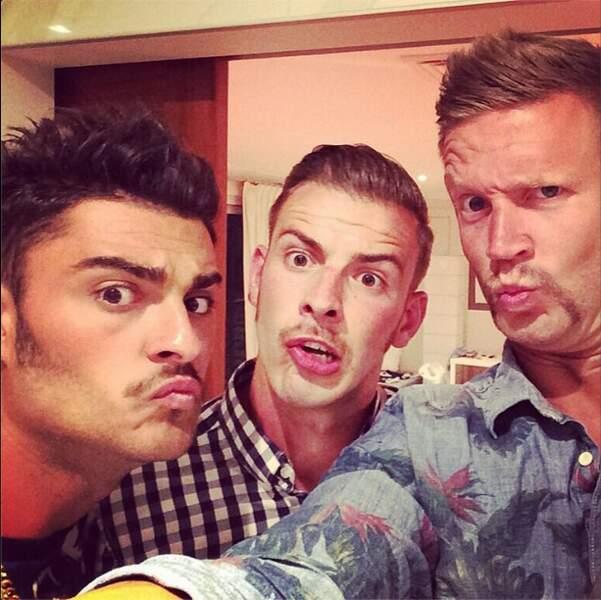 Et les garçons des Anges de la télé-réalité portent la moustache à merveille !