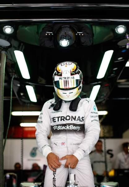 """Petite pause F1 avec Lewis Hamilton qui, d'une pause très classe, nous montre qu'il """"en a""""."""