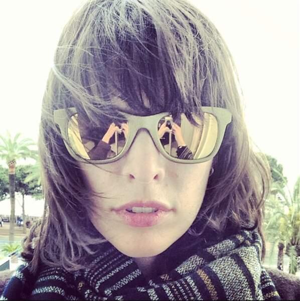 Au premier rayon de soleil, Milla Jovovich dégaine ses lunettes