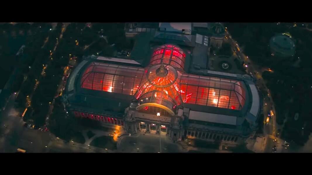 Le Grand Palais rouge d'émotion lorsque doit s'y rendre Tom Cruise pour un rendez-vous.