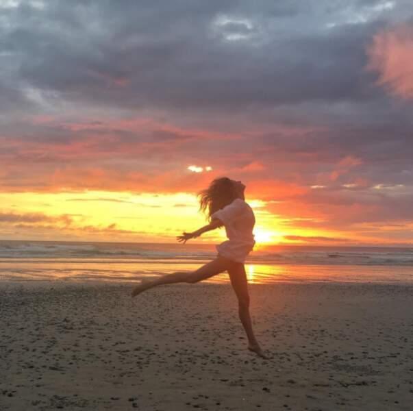Gisele et son corps parfait au soleil couchant