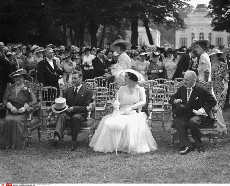 Invités par Albert Lebrun en 1938, le roi George VI et la reine Elisabeth ont profité du jardin de Bagatelle