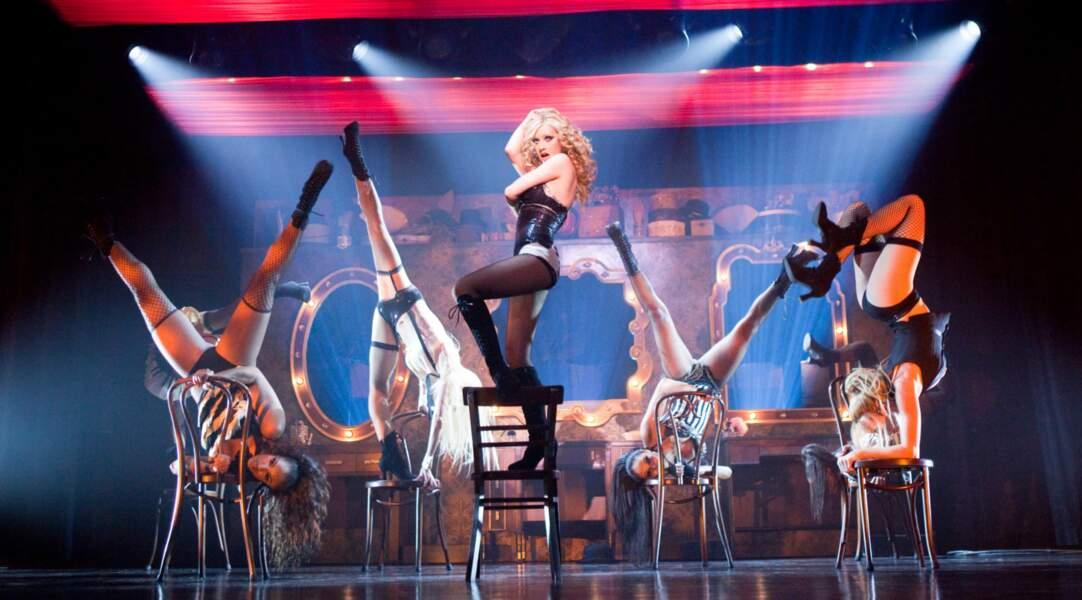 Plus soft, Aguilera fait ses premiers pas au cinéma dans la comédie musicale Burlesque (avec Cher) en 2010.