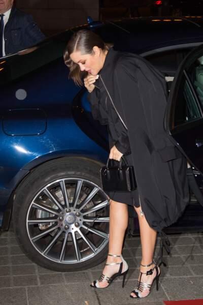 Devant autant de jeunes talents Marion Cotillard en perd la tête. A-t-elle bien mis ses chaussures ? Oui !