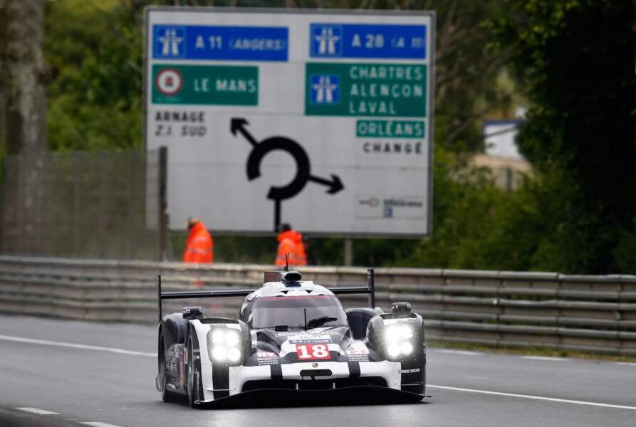 Sur la Porsche n°18 officiera le seul pilote français du Team, Romain Dumas. Il a remporté l'épreuve en 2011 (Audi)