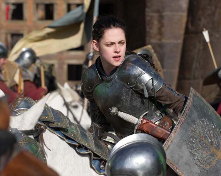 En 2012, elle joue le premier rôle dans Blanche-Neige et le chasseur avant de s'éloigner d'Hollywood