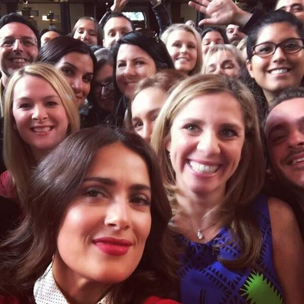 Pour inaugurer l'ouverture de son compte Instagram, Salma a pris un selfie avec ses fans