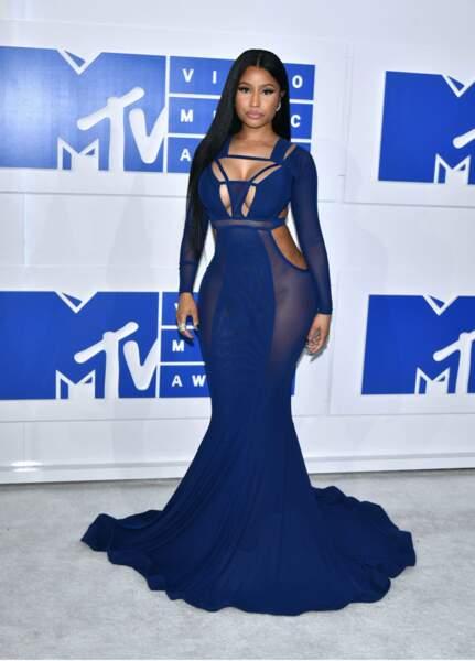 Nicki Minaj, sexy en haut, couture en bas