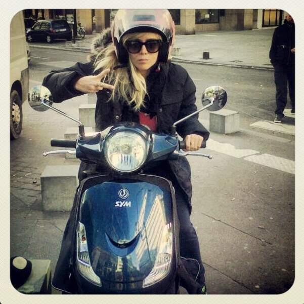 Et Enora Malagré a repris le scooter !