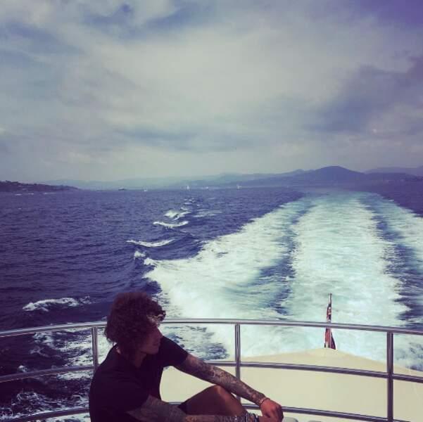 Le chanteur Julian Perretta, en route pour la Sardaigne.